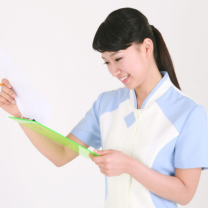他の看護師の看護記録を読む